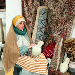 25 la venditrice di tappeti